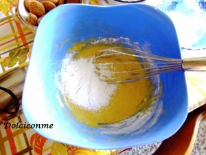Aggiunta delle farine e lievito per dolci