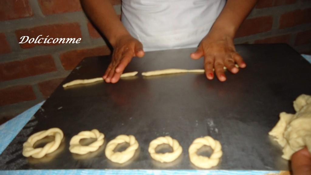 Preparando las rosquitas