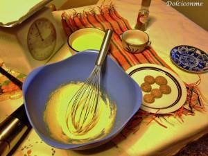 Zucchero, tuorli d'uovo e burro fuso