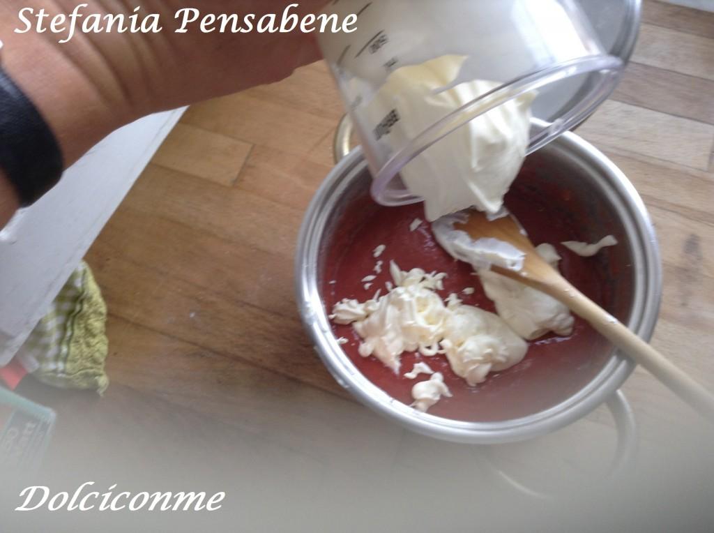 Preparazione crema di fragole 3