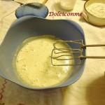 Ricotta mescolata alle uova con lo zuccherootta mescolata alle uova con lo zucchero