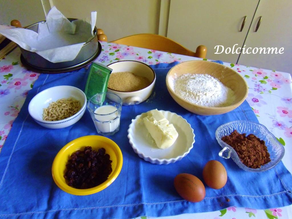 Ingredienti Torta al cioccolato con uvetta e pinoli