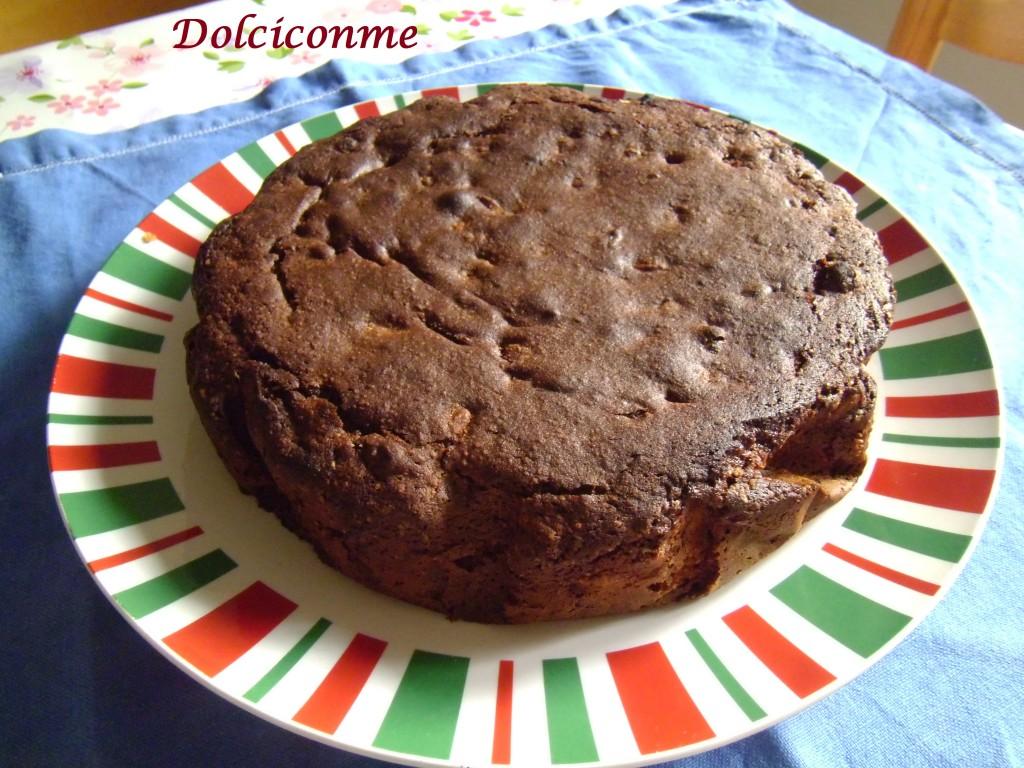 Torta al cacao con pinoli e uvetta