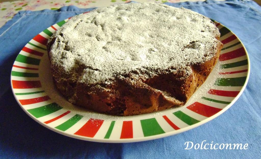 Torta al cacao con pinoli ed uvetta