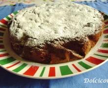 La Torta al cacao con pinoli e uvetta. La Torta con cacao, piñones y pasas
