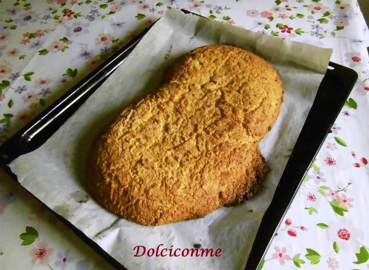 Biscotto giallo mandorlato